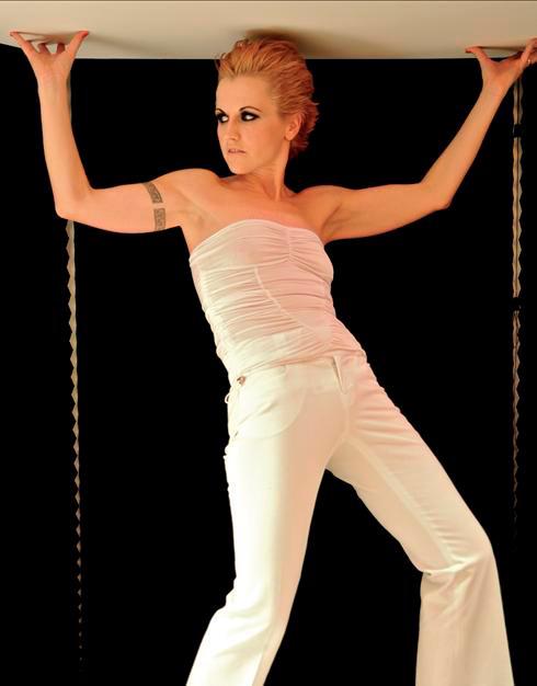 Dolores O'Riordan als Kylie verkleidet? © Official MySpace Dolores O'Riordan Press Photo