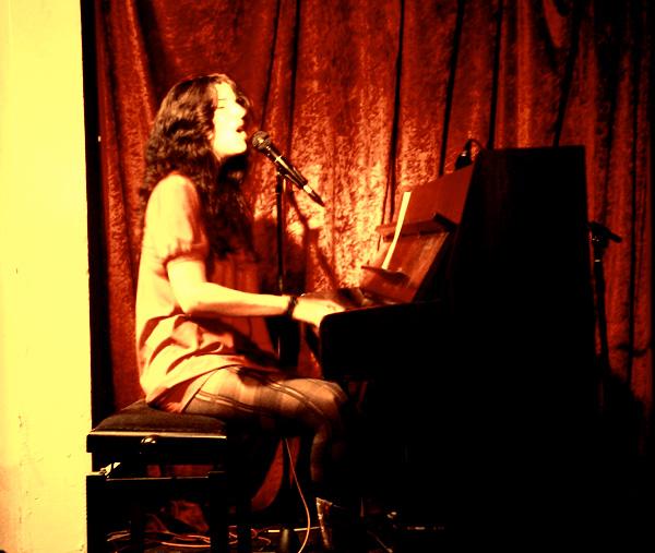 Ann Vriend live in Romeo's Kiste 2009/10/02 ©Lauschsofa-Jule