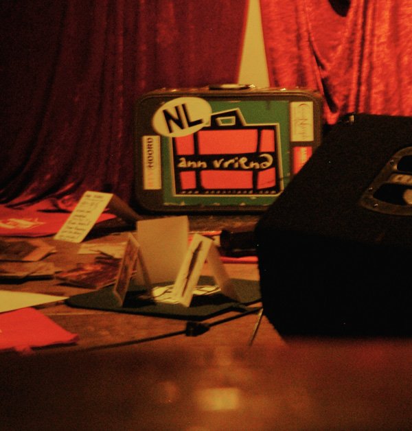 Der Merchandising-CD-und-später-Klamotten-Koffer ©Lauschsofa-Jule