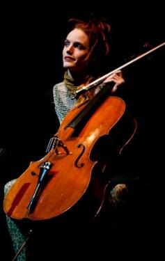 Zoë Keating live (vermutlich in Heidelberg) © Official Facebook Page